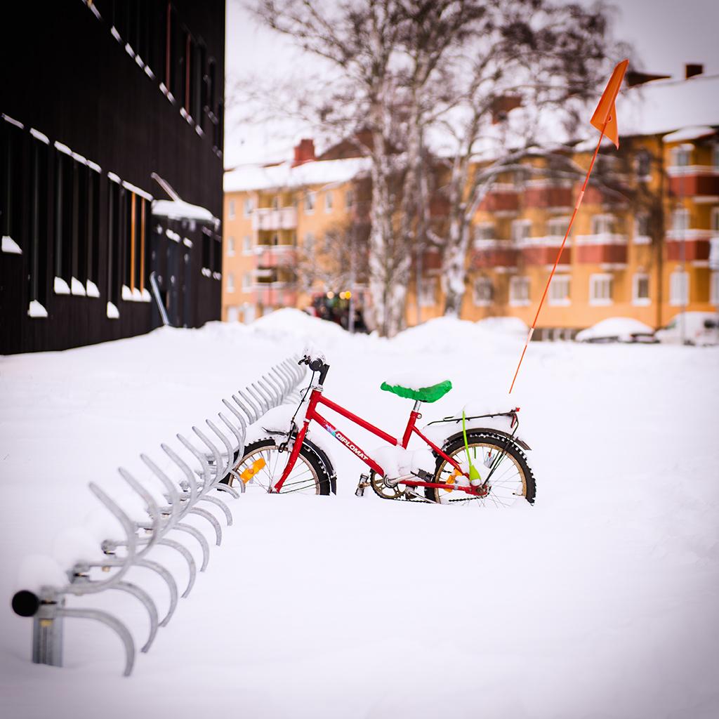 Cykel i snöigt Karlstad.